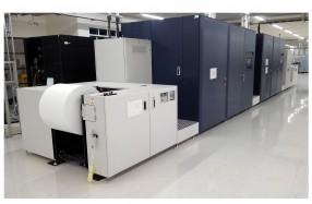 図書印刷では、高速デジタルインクジェット印刷機などにより実現しているDSRで小ロットのワンストップサービスを展開