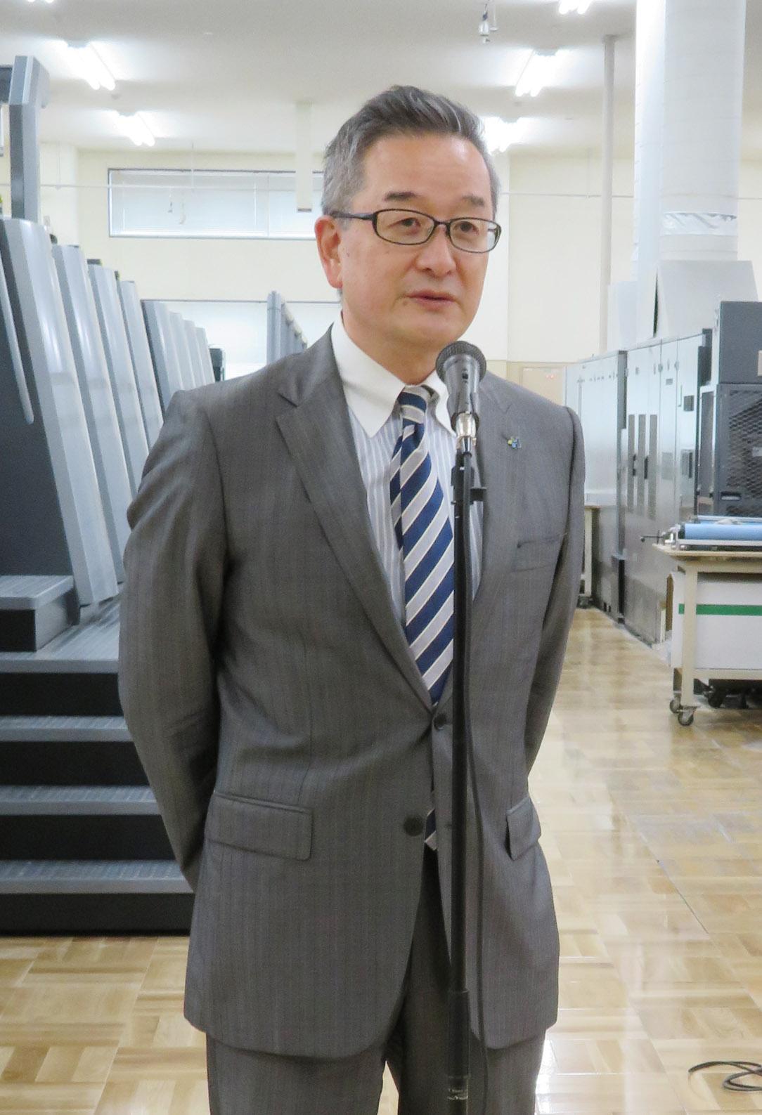 来賓挨拶するハイデルベルグジャパンの水野社長