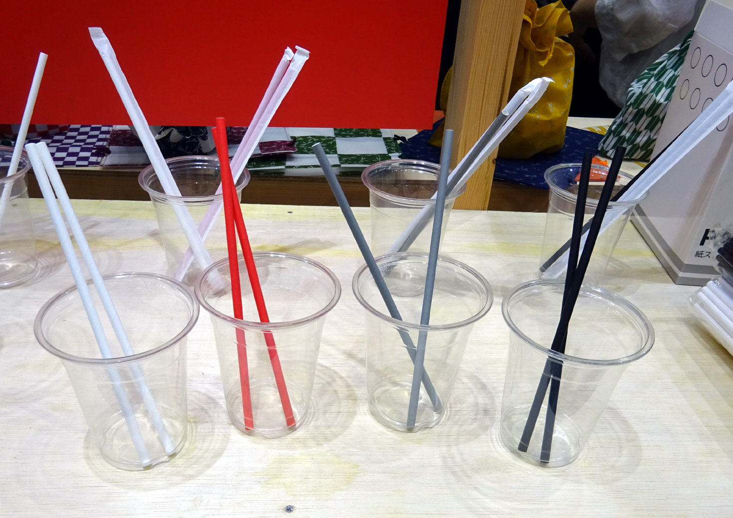 三和では4色の紙ストローを出展