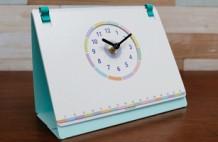 文字盤がホワイトボードの卓上時計「CotiCoti」
