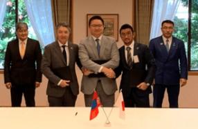 左から、D.バッチジャルガル氏(駐日モンゴル国特命全権大)、T.Shagdar氏(Limex Mongolia社プレジデント)、B.バヤルサイハン氏(モンゴル国家開発庁長官)、山﨑敦義氏(TBM代表取締役CEO)、D.スミヤバザル氏(モンゴル国鉱山・重工業大臣)