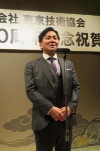 感謝の言葉を述べる鈴木社長