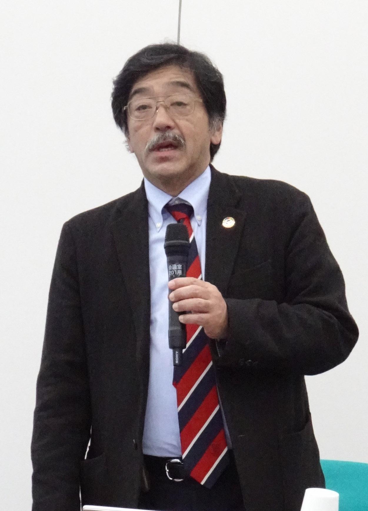 コンプライアンス研修会で講師を務める梅津准教授