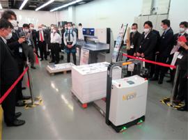 自動搬送ロボットで製本工程へ