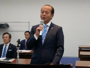 退任挨拶する臼田真人前理事長