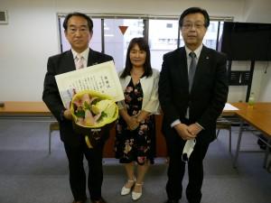 右から清水新会長、谷口理事、菅野前会長