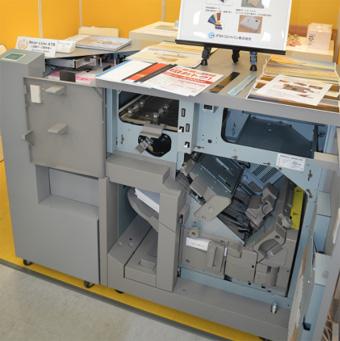 page2020に出展されたコート紙対応のテープバインダー