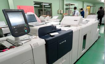 朝霞事業所のデジタル印刷部門の第1ルーム