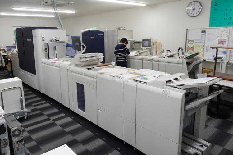 Iridesse™ Production Press(手前)とColor 1000i Press