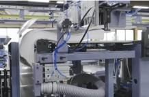 紙さばきも自動化する工藤鉄工所の無人供給紙揃え機(開発中)