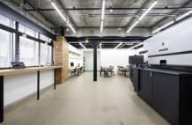 インサツビト オフィス。HP Indigo 7K デジタル印刷機を導入し、その場で特殊素材の印刷テストも